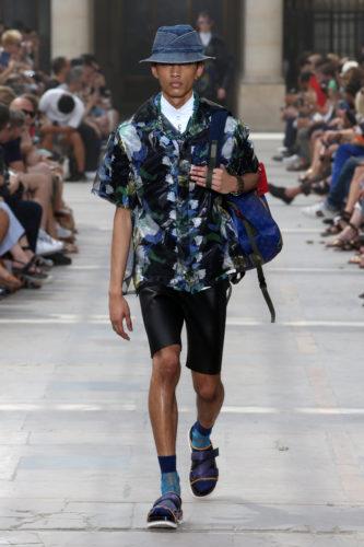 40ae07866a48 Louis Vuitton predstavil pánsku kolekciu jar leto 2018. Čo inšpirovalo  umeleckého riaditeľa značky pánskych kolekcií