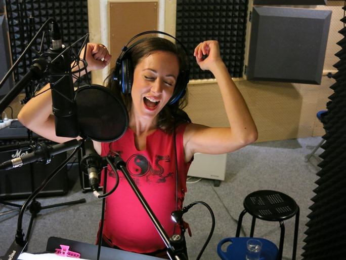 Anka Repková v nahrávacom štúdiu